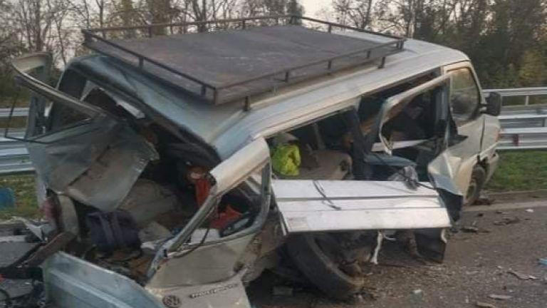 Тежка катастрофа с двама пострадали на автомагистрала