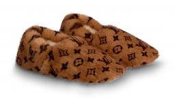 Louis Vuitton пусна празнични пантофи за 1580 британски лири