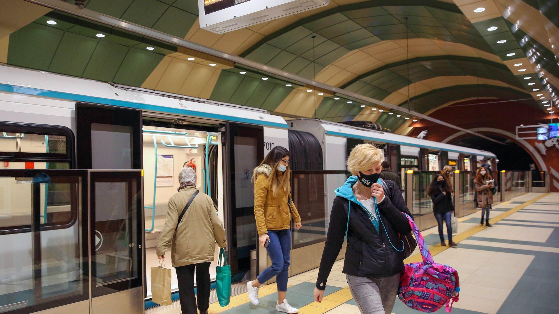 Троен спад на пътниците в метрото, на 300 пункта продават билети