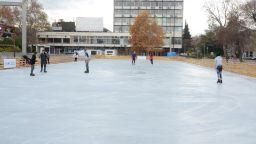 В Пловдив заработи най-голямата ледена пързалка у нас