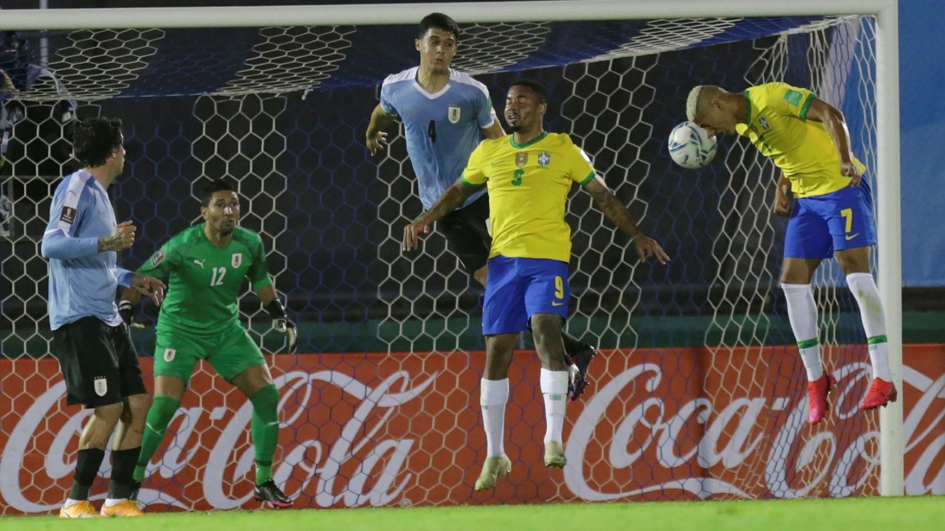 Перфектна Бразилия удължи на 20 години футболното робство над Уругвай