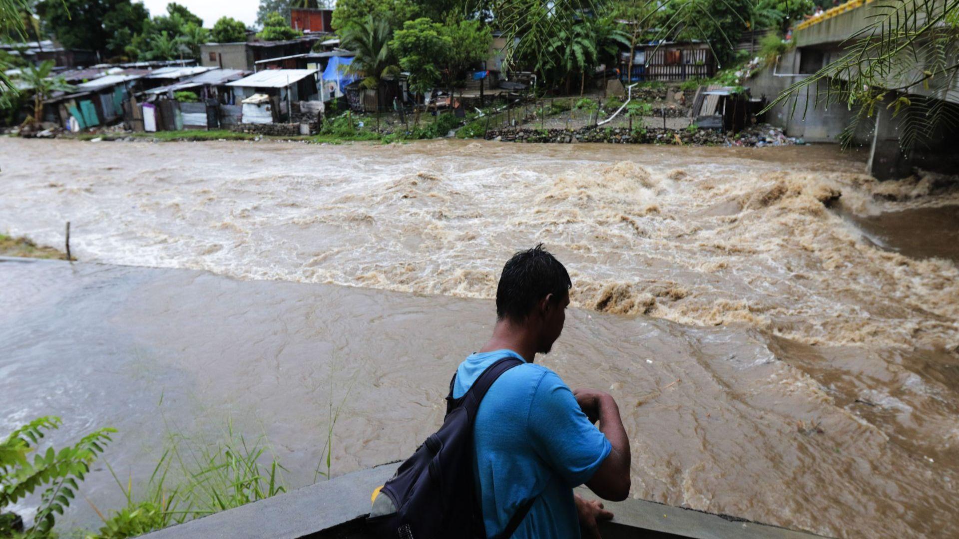 Ураганът Йота разруши 80% от жилищата на колумбийски остров (снимки)