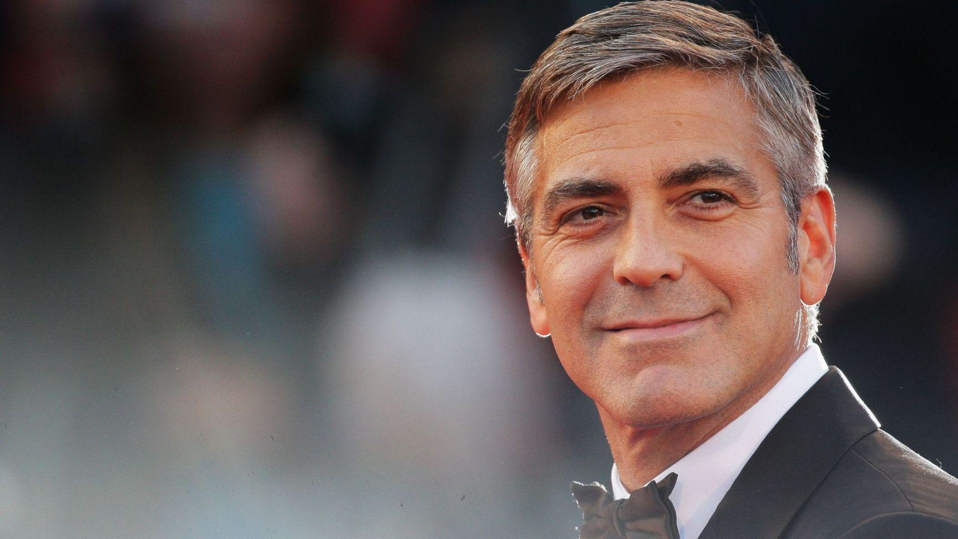Не за филм: Джордж Клуни се изявява като фризьор