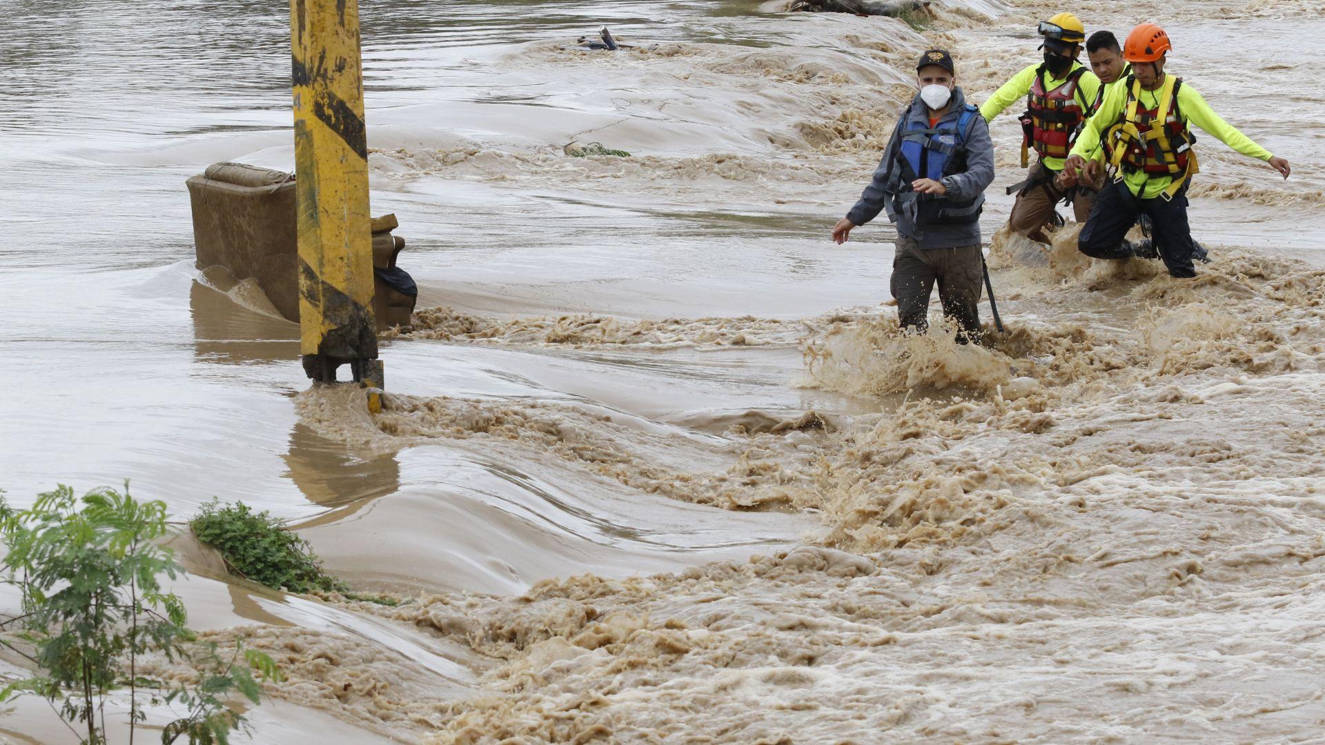 Ураганът Йота продължава да вилнее в Централна и Южна Америка (видео)