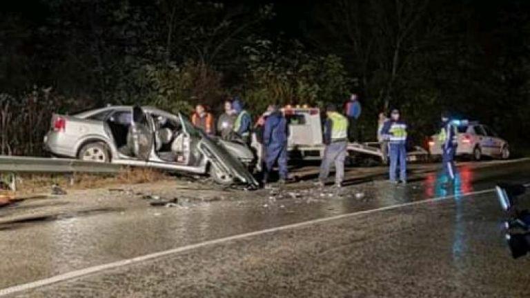 Шофьор загина, а петима са ранени при тежка катастрофа на