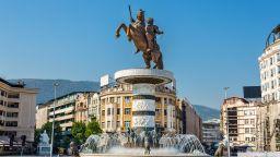 """Прочистват учебниците в Северна Македония от """"обидно"""" съдържание"""