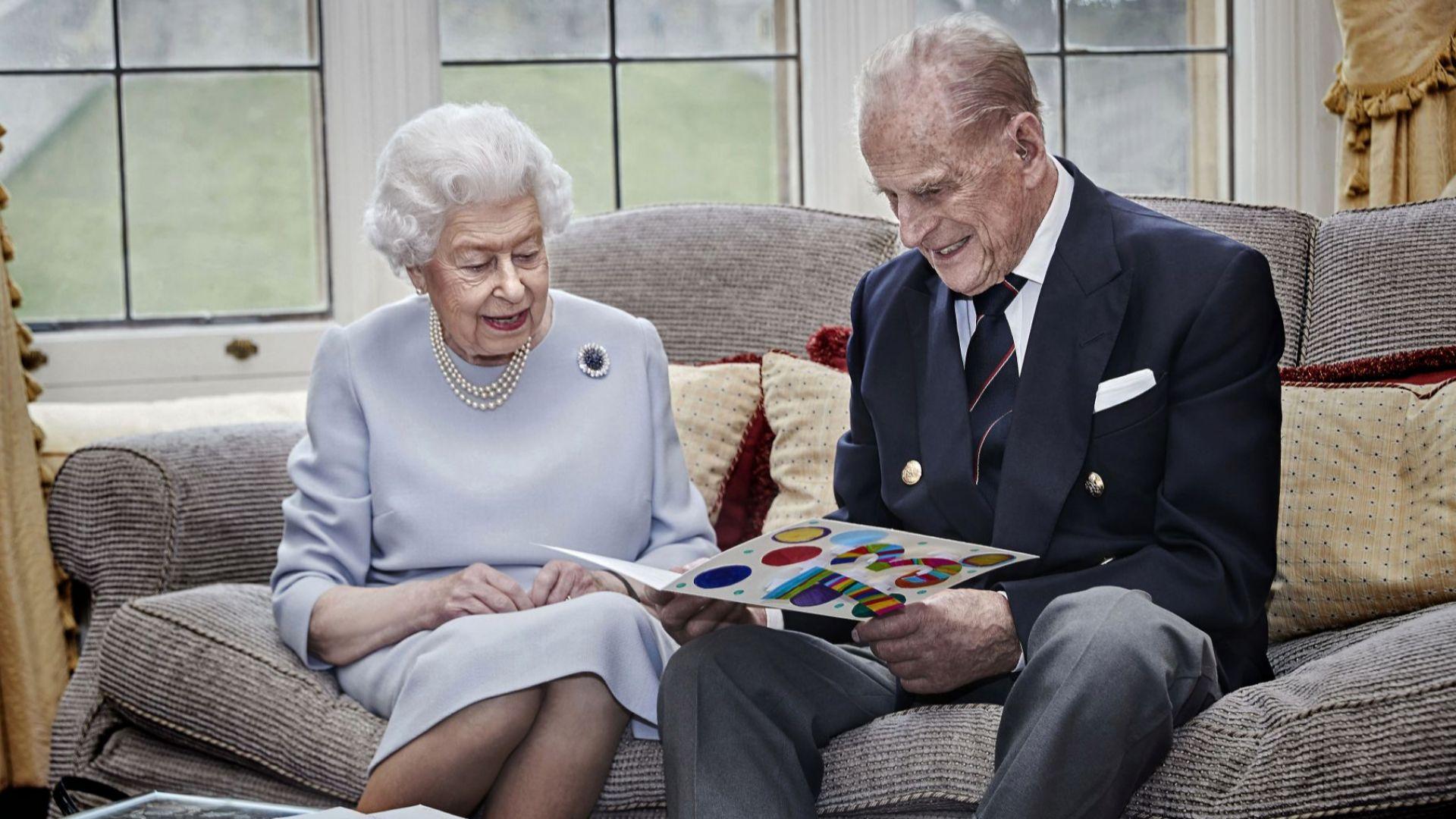 Кралица Елизабет Втора и принц Филип празнуват 73-ата годишнина от сватбата си