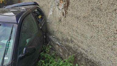 Пиян шофьор се забил в ограда на пътя Пловдив- Асеновград