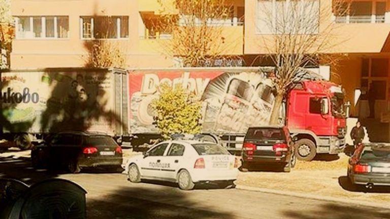 Шофьор помете четири коли на тротоар в Девин. Тирът возел
