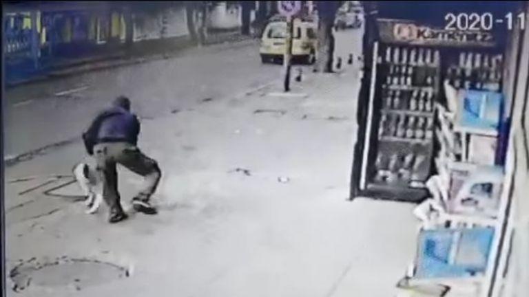 Криминално проявен мъж наръга с нож куче в столичния квартал