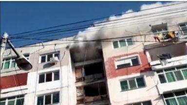 Евакуираха жилищен блок заради пожар в Столипиново (видео)