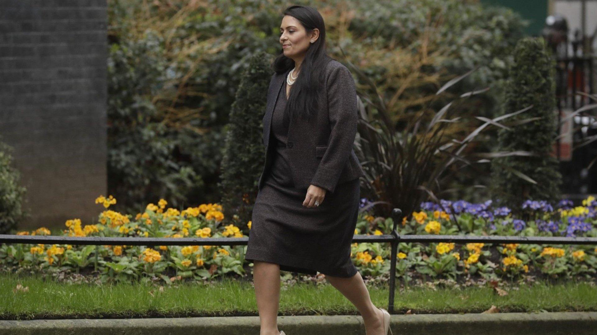 Британският премиер застана зад свой министър, за който се твърди, че е тормозел подчинени