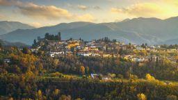 Къща за 1 евро и по 1000 евро за бебе - как Италия привлича жители в селата