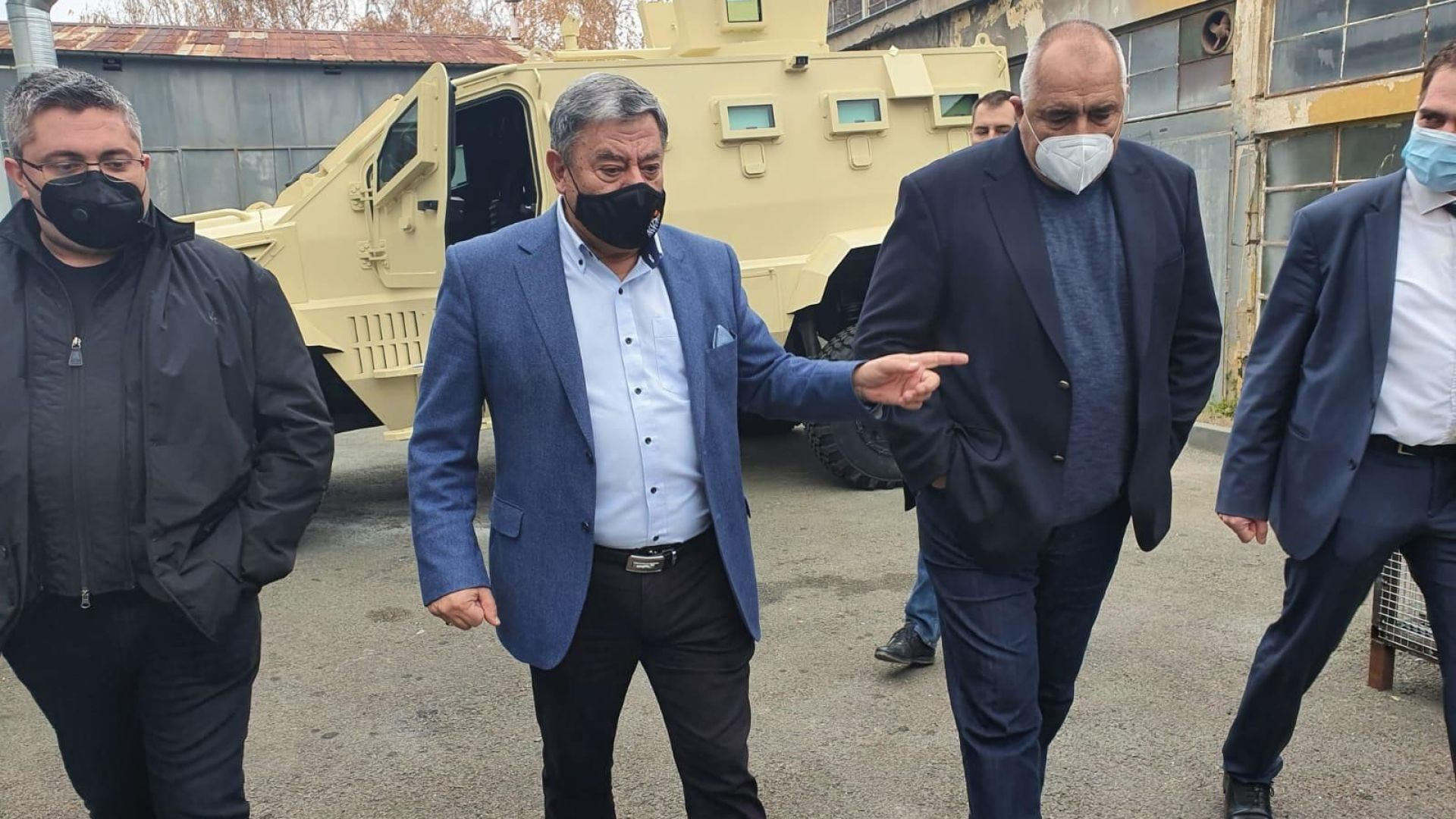 Борисов в завод за военни коли: Безработицата я държим, това дава на хората здраве и парà