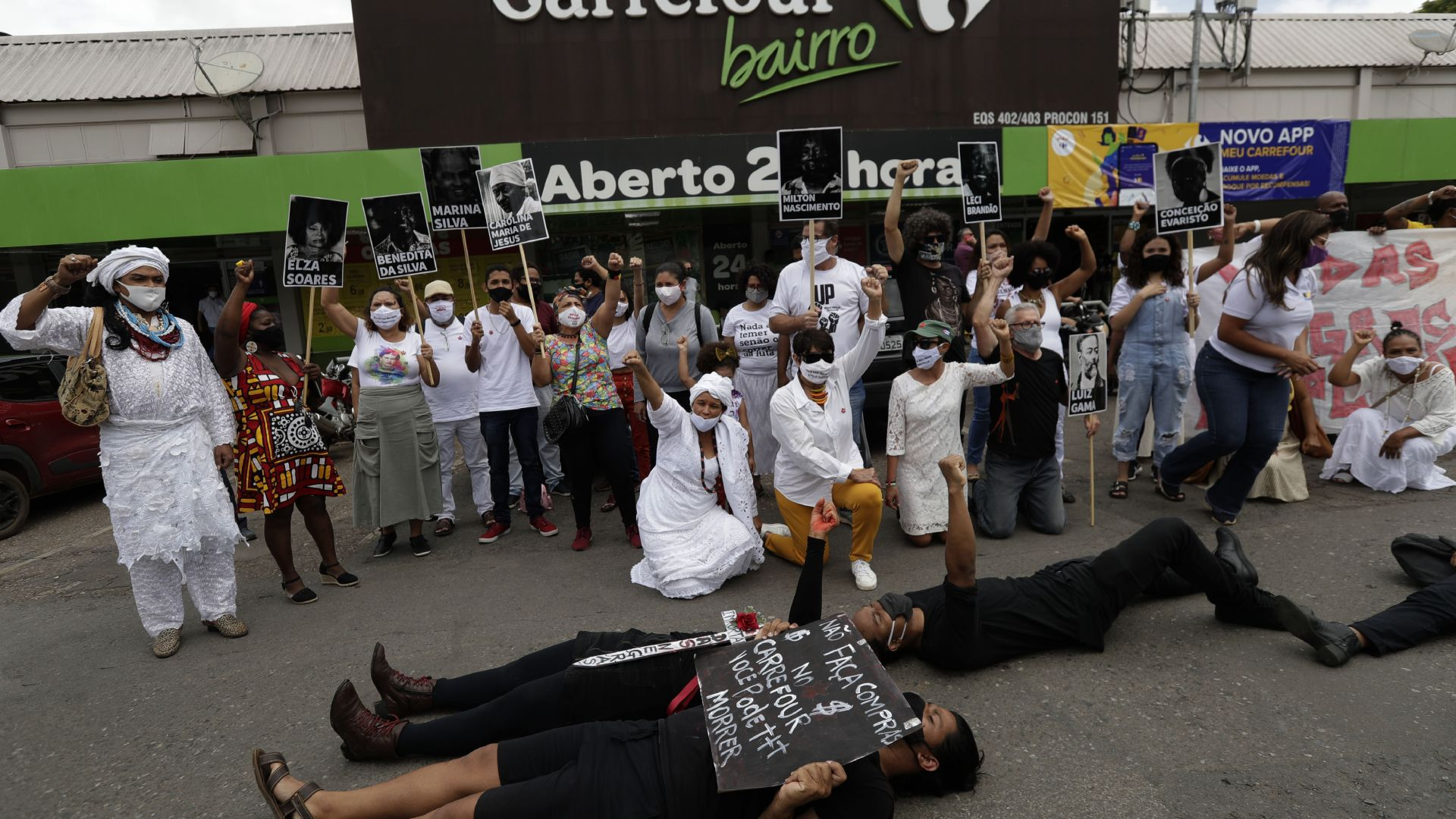 """Бунт в Бразилия, след като гардове в """"Карфур"""" пребиха до смърт чернокож (снимки)"""
