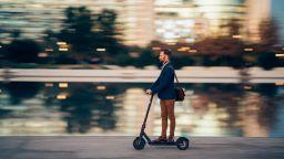 Компютърно зрение ще пази пешеходците от е-скутерите