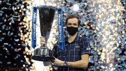 Медведев е големият шампион в Лондон след обрат над Тийм
