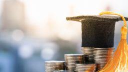 МОН: Месечната студентска стипендия да се увеличи: минимланата от 70 на 85 лв., а максималната - от 150 на 180 лева
