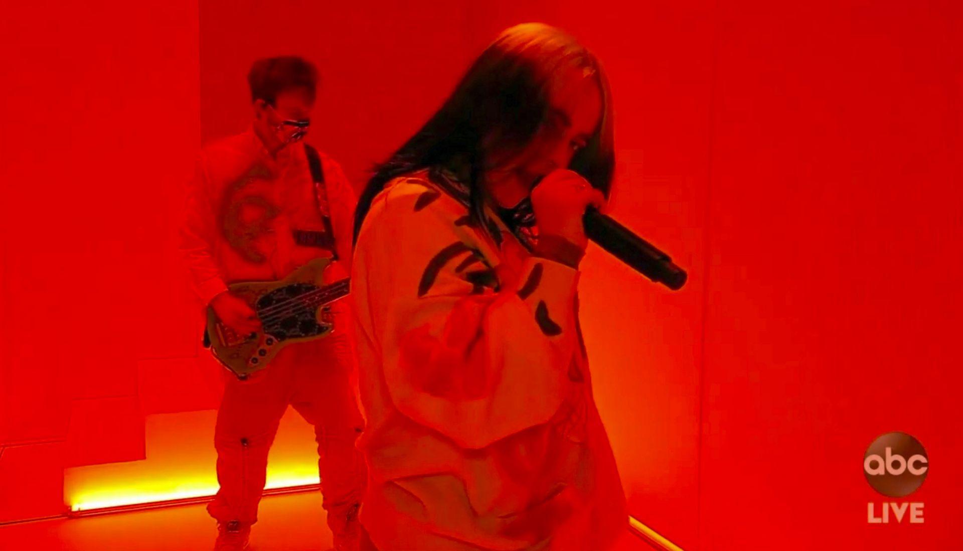 Били Айлиш и Финиъс на Американските музикални награди 2020