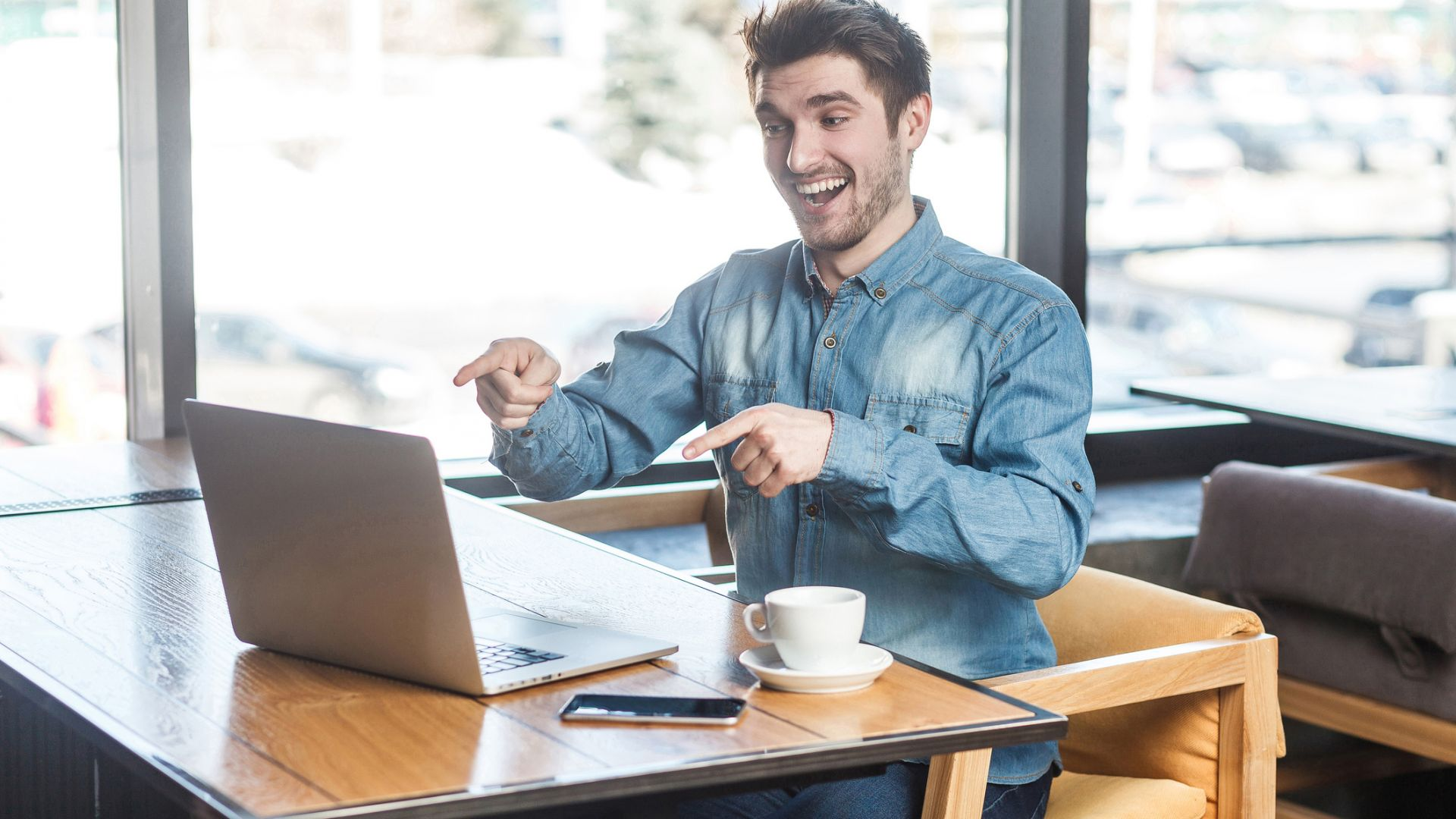 Американците прекарват 2/3 от живота си пред екрани