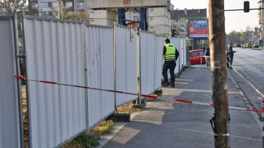 Строително скеле уби работник и рани четирима в центъра на София (снимки)