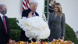 Тръмп спаси от празничната трапеза пуйките Корн и Коб (сники и видео)