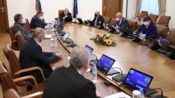Борисов успокоява: След 3 седмици разхлабваме ограниченията, даваме 400 млн. компенсация