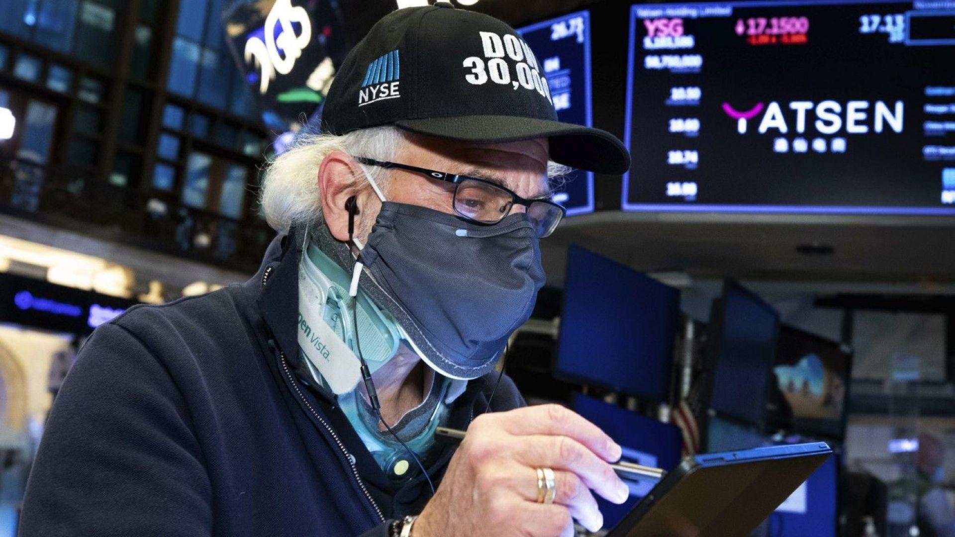Намерението на централните банки да спрат стимулите изплаши пазарите на акции