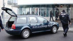 Шофьорът, който влезе с колата си  в канцеларията на Меркел,  е известен на полицията