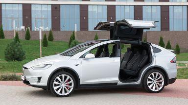 Tesla изтегля 9500 коли в САЩ