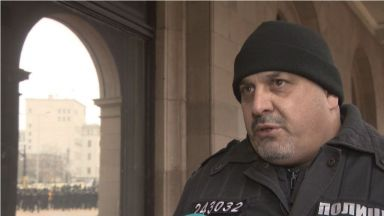 Полицаи спасиха жена с коронавирус, оставена без здравни грижи