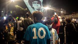 Хиляди излязоха по улиците на Буенос Айрес и Неапол, за да почетат Марадона