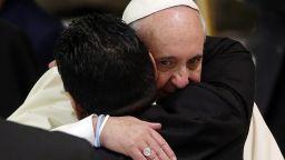 Папата е споменал Марадона в молитвите си и си спомня с умиление за срещите им