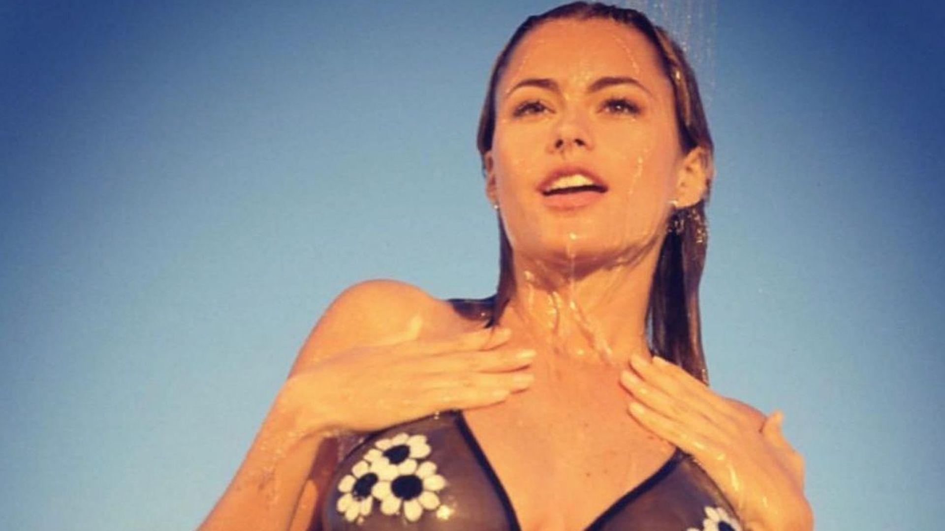 София Вергара демонстрира опасния си сексапил с кадри от плажа на Маями през 90-те