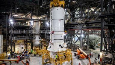 НАСА започна сглобяването на лунната ракета SLS