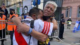 Стотици хиляди изпращат своя герой Диего Марадона (Галерия)