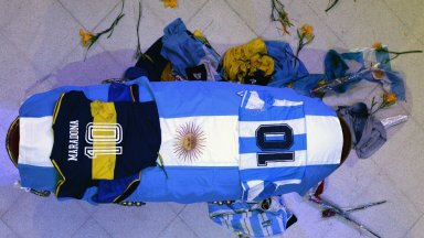 Доктор с българска фамилия се появи в разследването за смъртта на Марадона