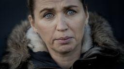 През сълзи датският премиер се извини на фермерите за унищожаването на норките (снимки)