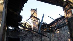 Взрив на газова бутилка остави семейство без дом в Русенско (снимки)