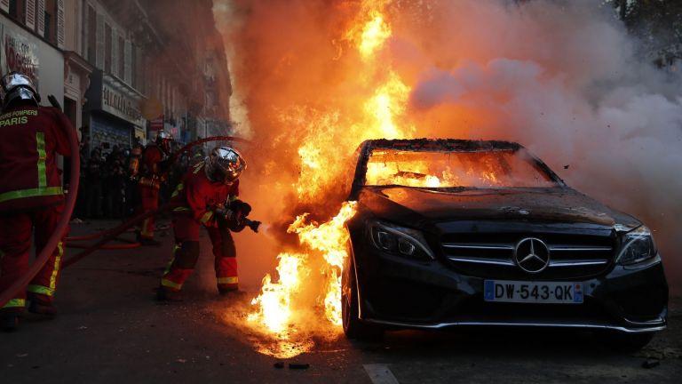 Хиляди хора се присъединиха днес към демонстрации в цяла Франция