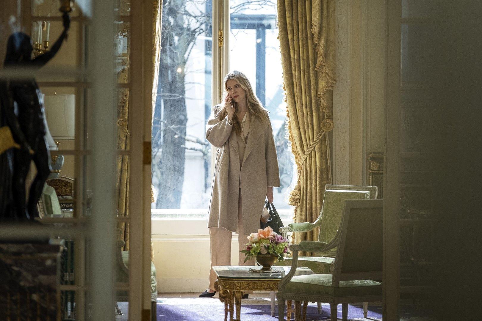Силвия (Лили Рейб), приятелката на Грейс (Снимка: HBO)