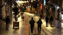 Истанбул утихна изведнъж, а животът в Турция замря за 14 часа