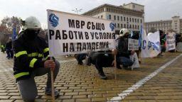 Полицаи от цялата страна се събраха на протест в центъра на София (снимки)