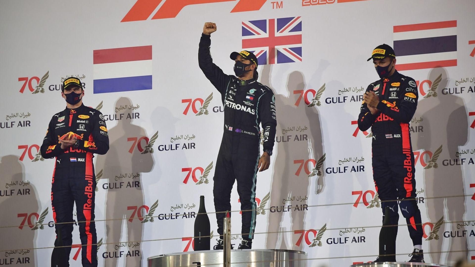 """Триумф за Люис и двоен подиум за """"Ред Бул"""" в чудатия Бахрейн"""