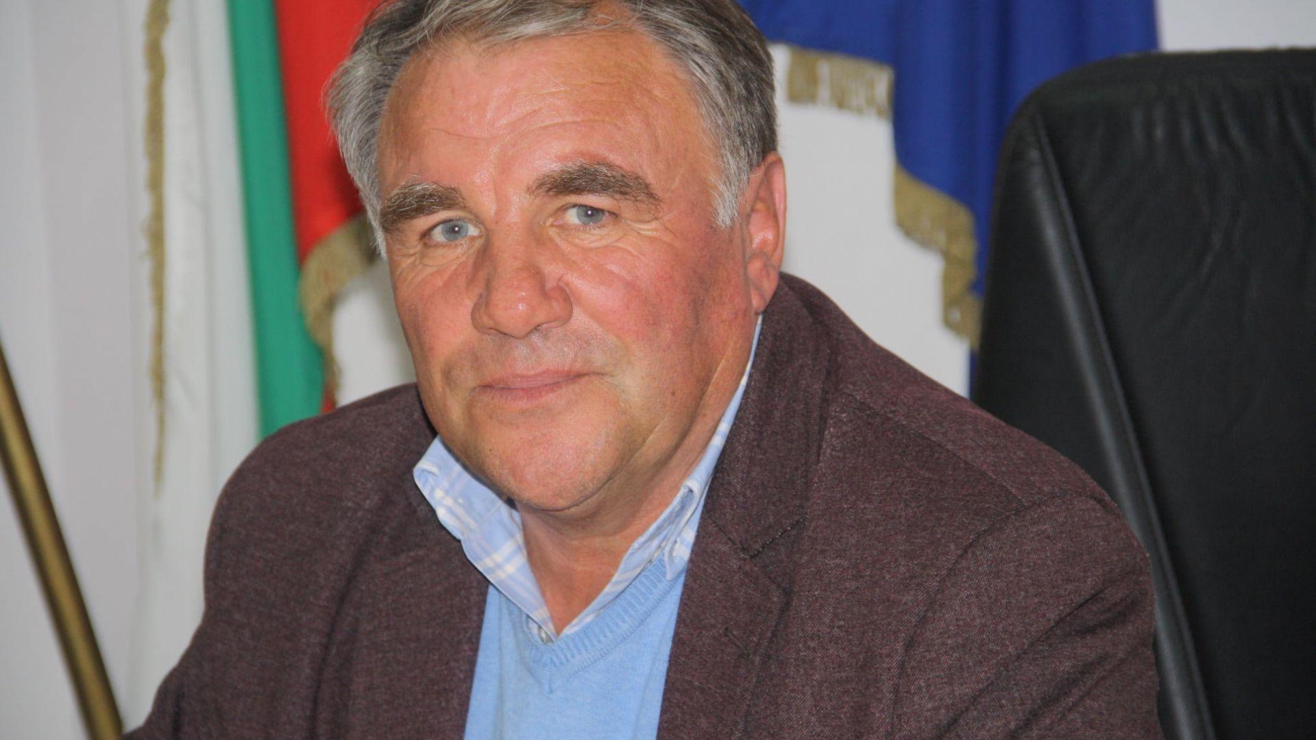 Covid-19 отне живота на кмета на Община Баните, преди месец издъхна и близнакът му