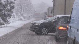 Аварирали камиони в снега затвориха пътища в страната  (снимки)