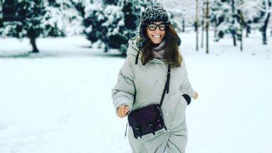 Радина Кърджилова и семейството ѝ на първа разходка в първия сняг