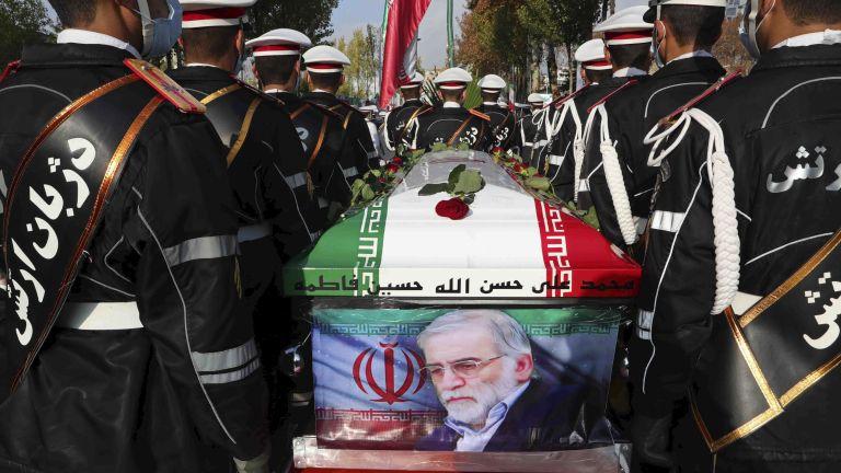Със закани за отмъщение Иран погреба днес Мохсен Фахризаде -