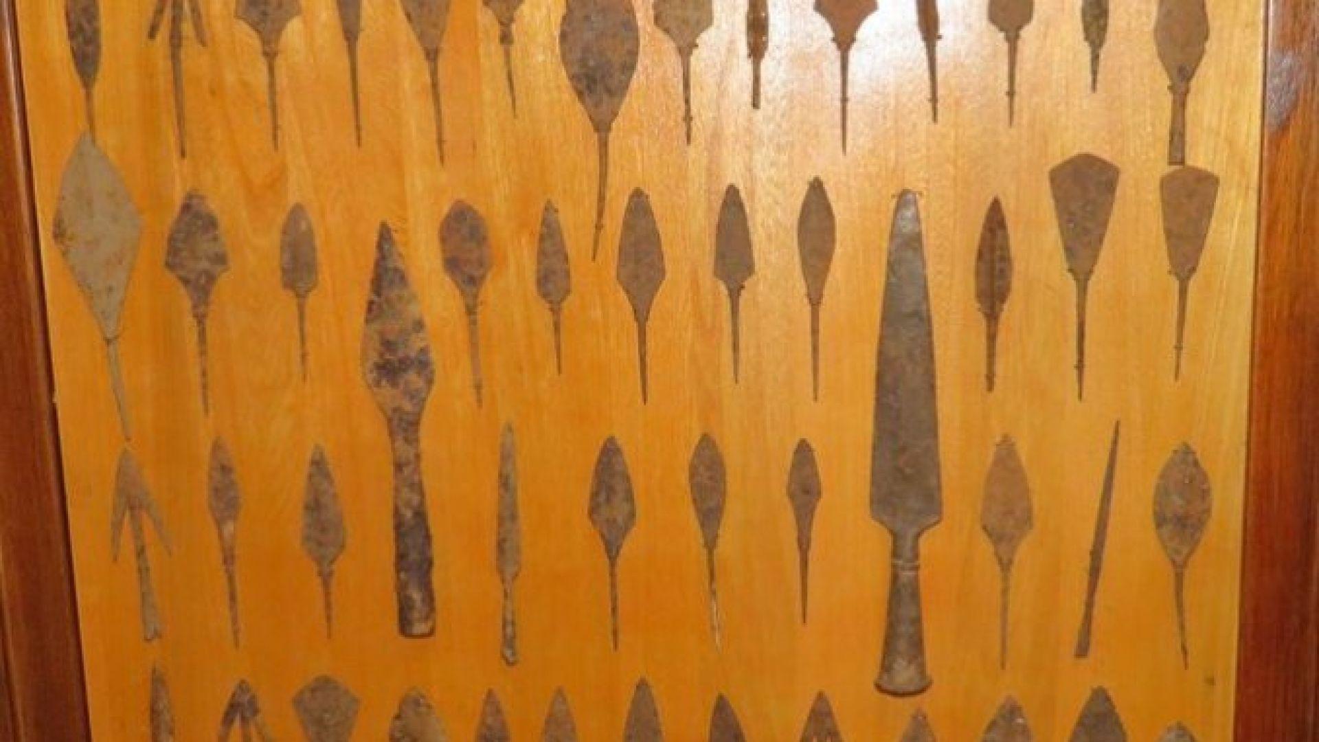 Прокуратурата прати на съд Пламен Бобоков за колекцията от върхове на стрели и копия