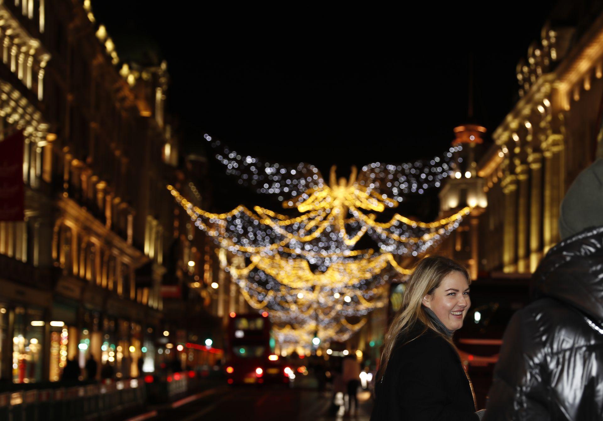 Лондон е известен с красивата си коледна украса